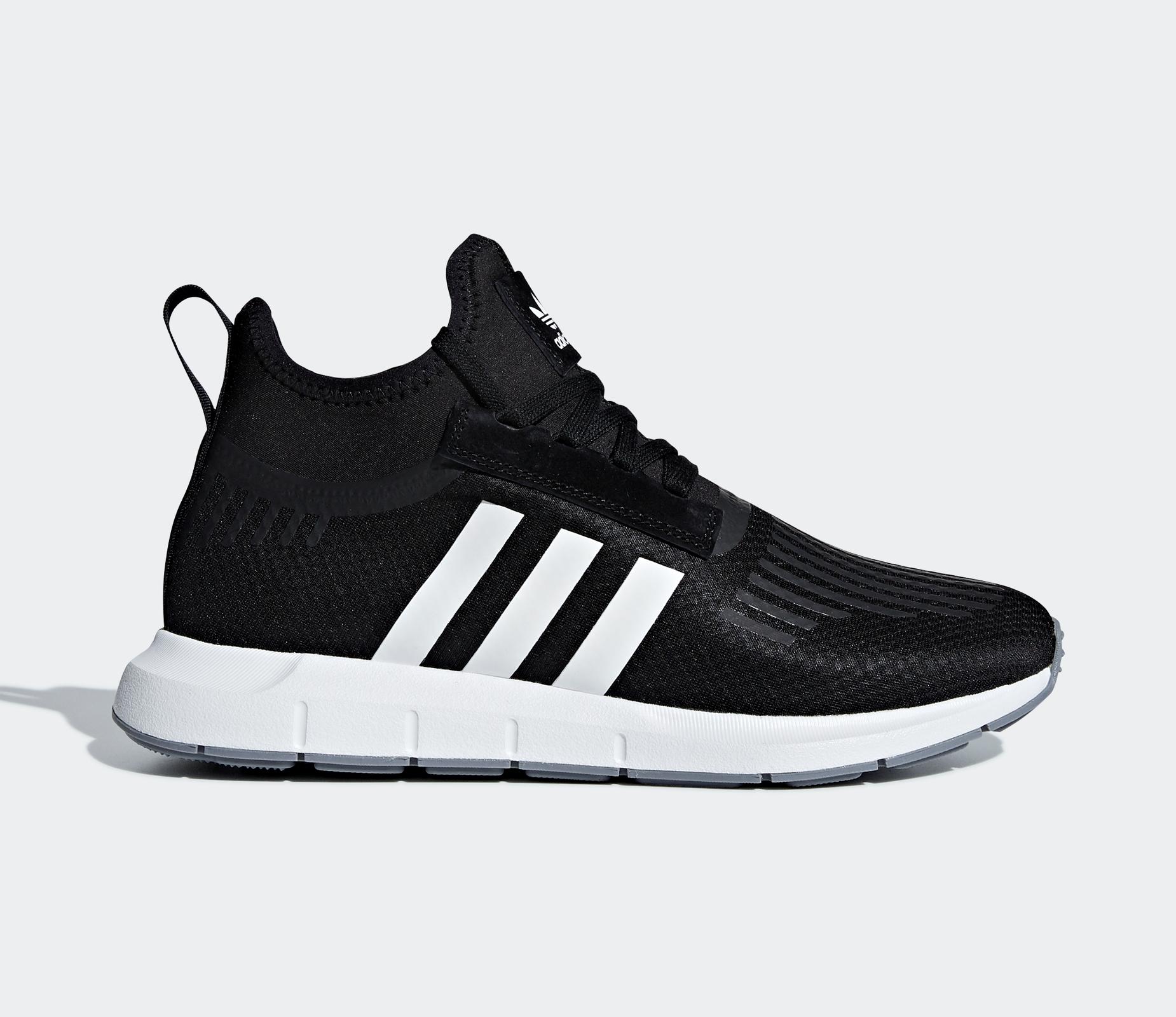 Foot The Swift Run Musta Aqt31 Barrier Originals Athlete s Adidas CTqw11 4d93c64f4a