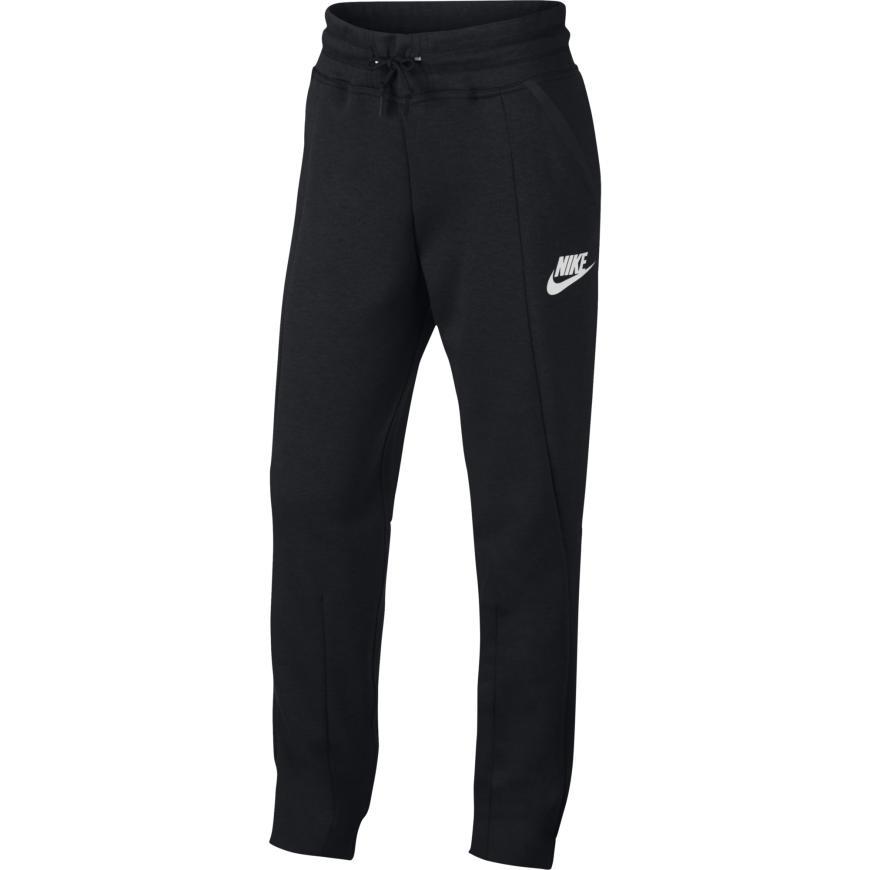 Nike Tech Fleece -vaatteet ovatkin loistava joululahjaidea lapselle ja  aikuiselle. 3b217d4508